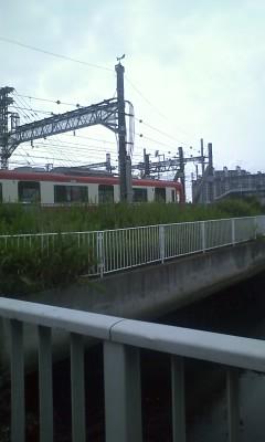 赤い電車で